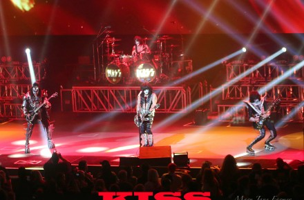 """KISS — k.i.s.s. spells """"OMG what a show!"""""""